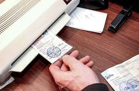 Регистрация автомобилей в ГИБДД. Архив.