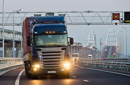 Движение грузового транспорта открыто по Крымскому мосту.