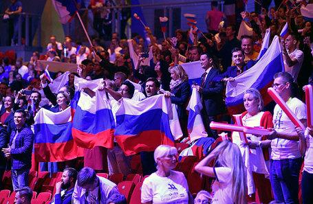 Участники сборной России на церемонии закрытия.
