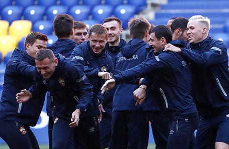 Игроки ЦСКА во время тренировки накануне матча Лиги чемпионов УЕФА c мадридским «Реалом».