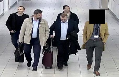 Высланные россияне в Схипхоле.