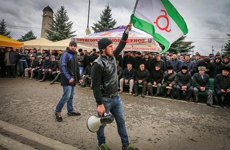 Митинг в Магасе против принятия соглашения об установлении границы между Ингушетией и Чечней.