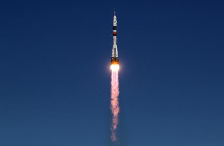 Запуск ракеты-носителя «Союз-ФГ» с кораблем «Союз МС-10» на Байконуре.