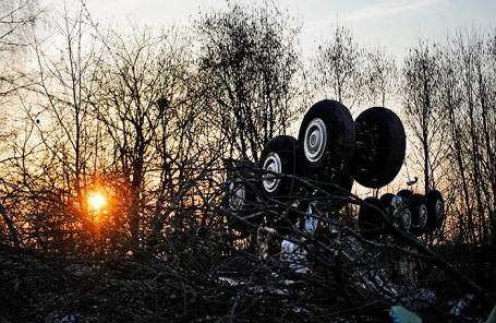 Обломки Ту-154, упавшего в районе Смоленска. На борту находился президент Польши Лех Качиньски. Апрель 2010 года.