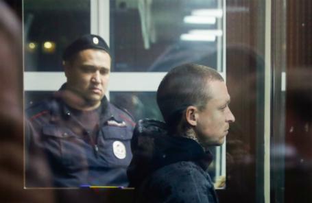 Футболист Павел Мамаев (на первом плане), обвиняемый в хулиганстве по предварительному сговору, в Тверском суде.