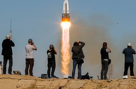 Запуск ракеты-носителя «Союз-ФГ» с кораблем «Союз МС-10».