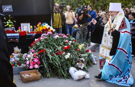 Молебен по погибшим при нападении на политехнический колледж в Керчи.
