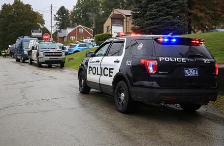 Полиция около дома Роберта Бауэрса.
