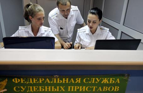 Работа мобильного пункта Федеральной службы судебных приставов в «Шереметьево».