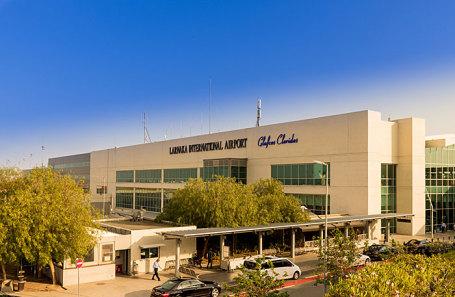 Аэропорт Ларнаки.