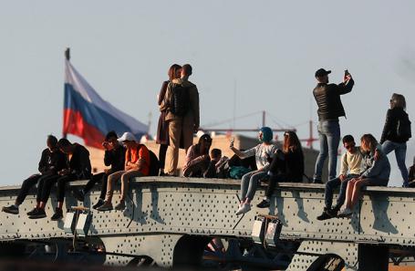 https://cdn.bfm.ru/news/maindocumentphoto/2018/11/06/derzhavnost.jpg