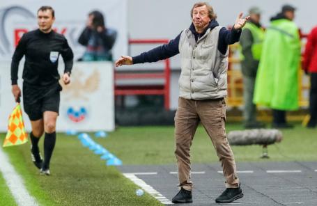 Главный тренер «Локомотива» Юрий Сёмин во время матча с «Порту».