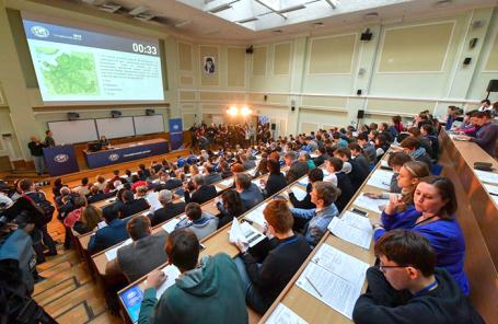 Географический диктант Русского географического общества в Шуваловском корпусе Московского университета.