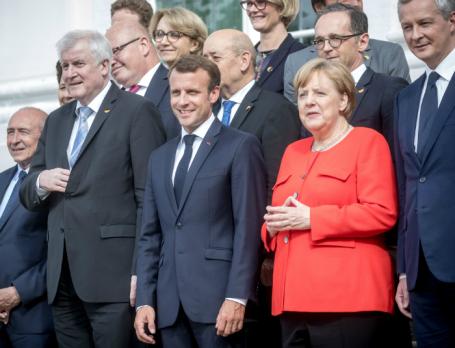 Президент Франции Эммануэль Макрон и канцлер ФРГ Ангела Меркель.
