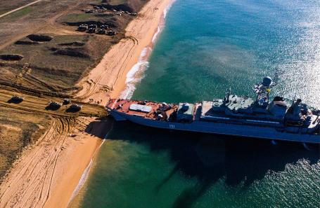 Большой десантный корабль «Азов» ВМФ России во время тактических учений. Октябрь 2018 года.