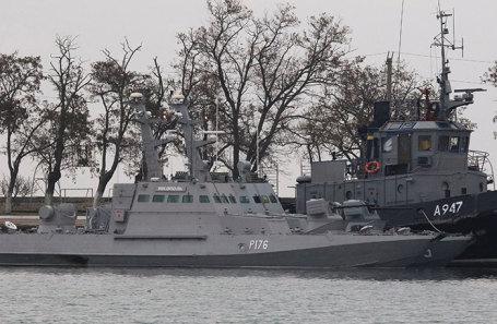 Корабли Военно-морских сил Украины, отбуксированные в порт Керчи.