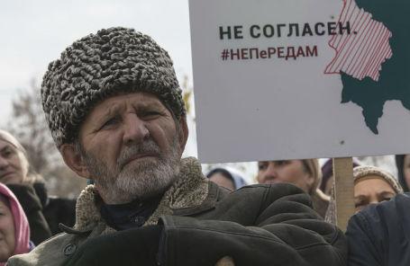 Митинг противников соглашения о границе с Чечней в Назрани.