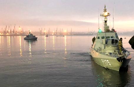 Артиллерийские катера «Никополь» и «Бердянск» (слева направо).