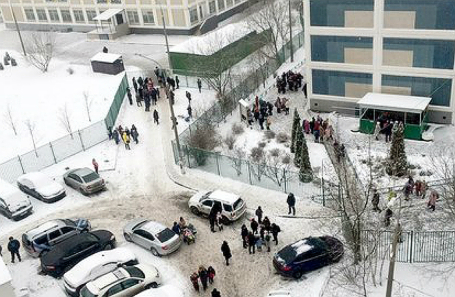 Обстановка около школы №1359 на ул. Пронская, где учащийся 10 класса пришел с ножом.