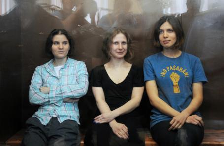 Екатерина Самуцевич, Мария Алехина и Надежда Толоконникова. 2012 год.