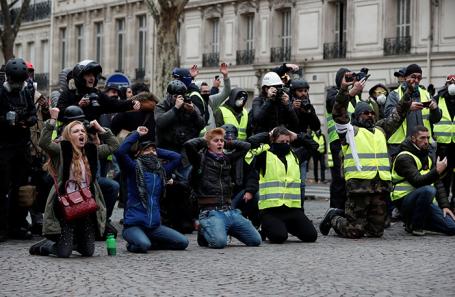 Акция протеста в Париже.