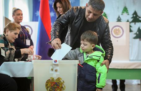 На избирательном участке в Ереване.