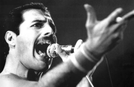 Фредди Меркьюри, лидер группы Queen.