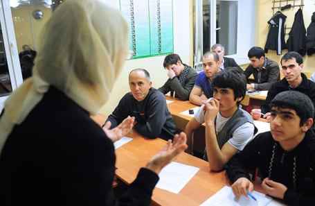 https://cdn.bfm.ru/news/maindocumentphoto/2018/12/27/migrants.jpg
