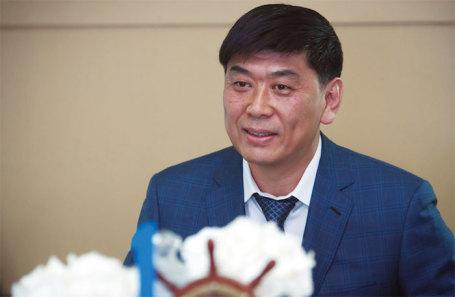 Олег Кан.