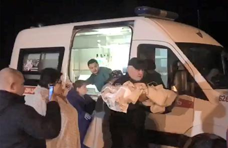 Эвакуация в Москву 10-месячного младенца, найденного живым под завалами в Магнитогорске.