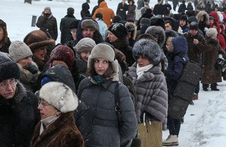 https://cdn.bfm.ru/news/maindocumentphoto/2019/01/09/ochered.jpg