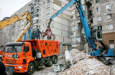 На месте обрушения подъезда многоквартирного дома в Магнитогорске.
