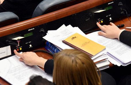 Голосование на заседании парламента в Скопье, Македония.