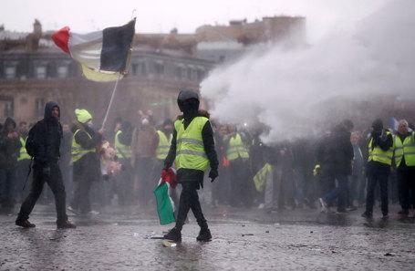 Акция протеста «желтых жилетов» в Париже, Франция, 12 января 2019 года.