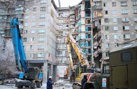 На месте обрушения подъезда жилого дома №164 на проспекте Карла Маркса в Магнитогорске.