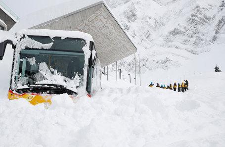 Снегопад в горах Швейцарии.
