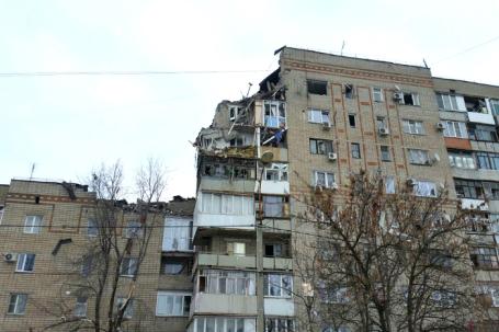 У многоквартирного жилого дома по адресу улица Хабарова дом 16, где произошел взрыв.