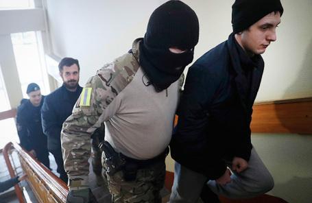 Украинские военнослужащие, задержанные в Керченском проливе, в Лефортовском суде.