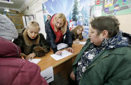Шахты, Ростовская область. Жители дома на улице Хабарова, пострадавшего в результате взрыва, в пункте временного размещения в школе № 23.