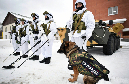 Бойцы Росгвардии во время демонстрации новейшего инженерно-технического оборудования.