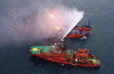 Тушение пожара на двух судах в районе Керченского пролива.