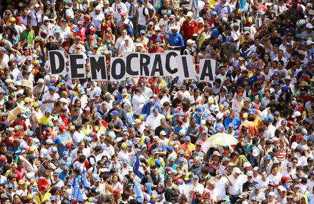 Митинг сторонников оппозиции в Каракасе, Венесуэла.