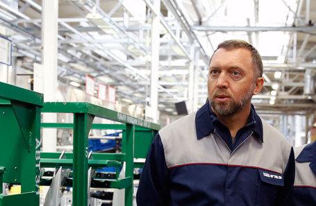 Олег Дерипаска во время посещения Горьковского автомобильного завода.