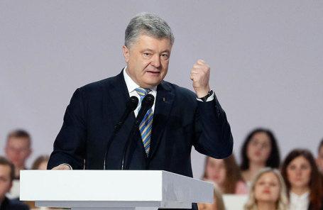 Петр Порошенко во время выступления в Киеве.