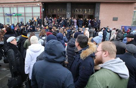 Во время эвакуации сотрудников министерства сельского хозяйства РФ из-за анонимной угрозы взрыва. Москва, 5 февраля 2019 года.