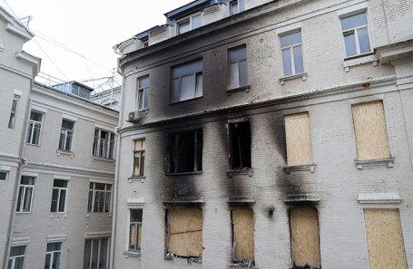 Многоквартирный жилой дом на Никитском бульваре, в котором произошел пожар.