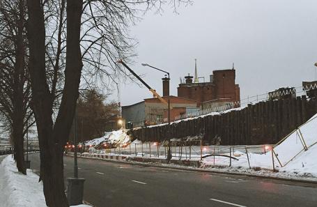 Вид на завод со стороны набережной Тараса Шевченко.