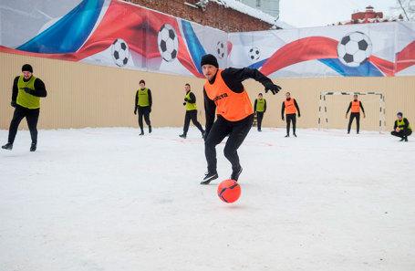 Павел Мамаев (на переднем плане) на показательном матче в СИЗО «Бутырка».