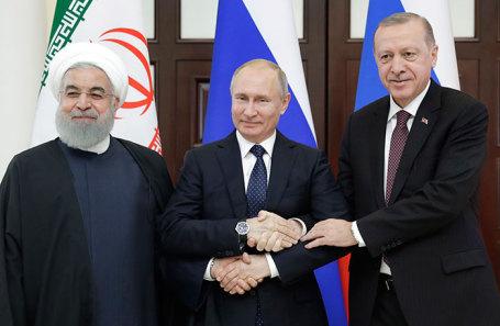 Президент Ирана Хасан Роухани, президент России Владимир Путин и президент Турции Реджеп Тайип Эрдоган (слева направо) во время встречи в Сочи.