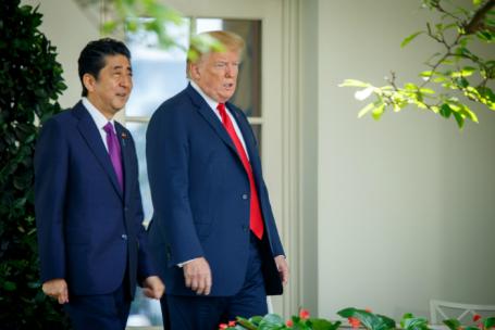 Премьер-министр Японии Синдзо Абэ и президент США Дональд Трамп.